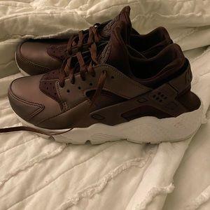 Nike huirache maroon